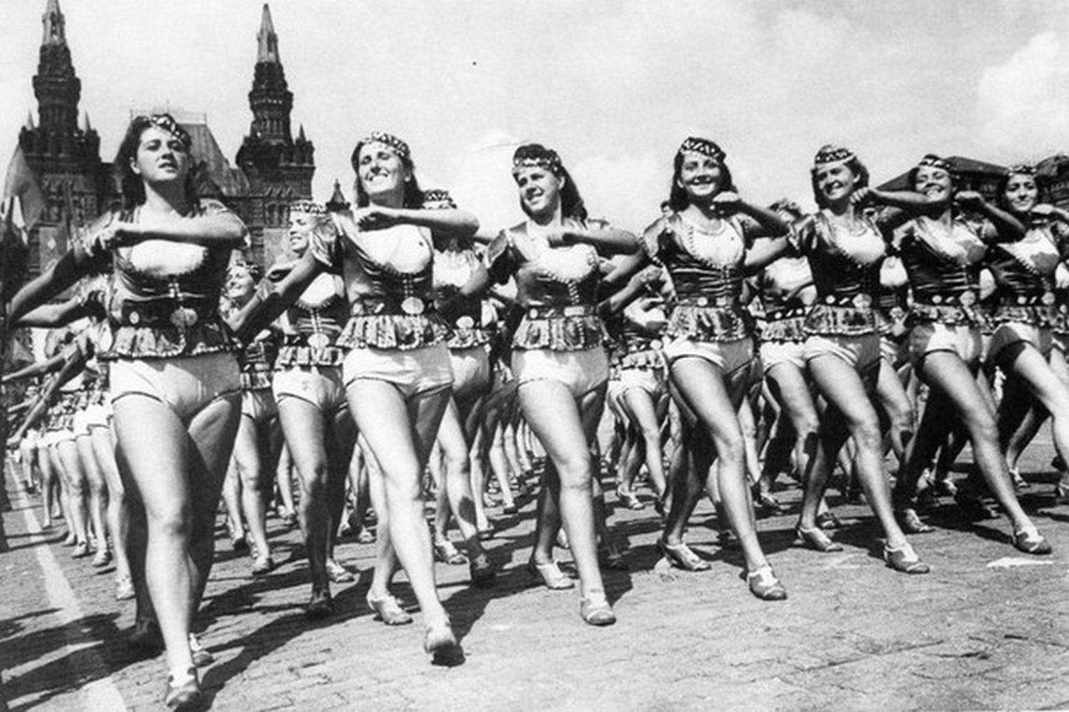 Коммунистический Взгляд На Сексуальную Жизнь Привел К Throughout Общество Долой Стыд Голые Фото