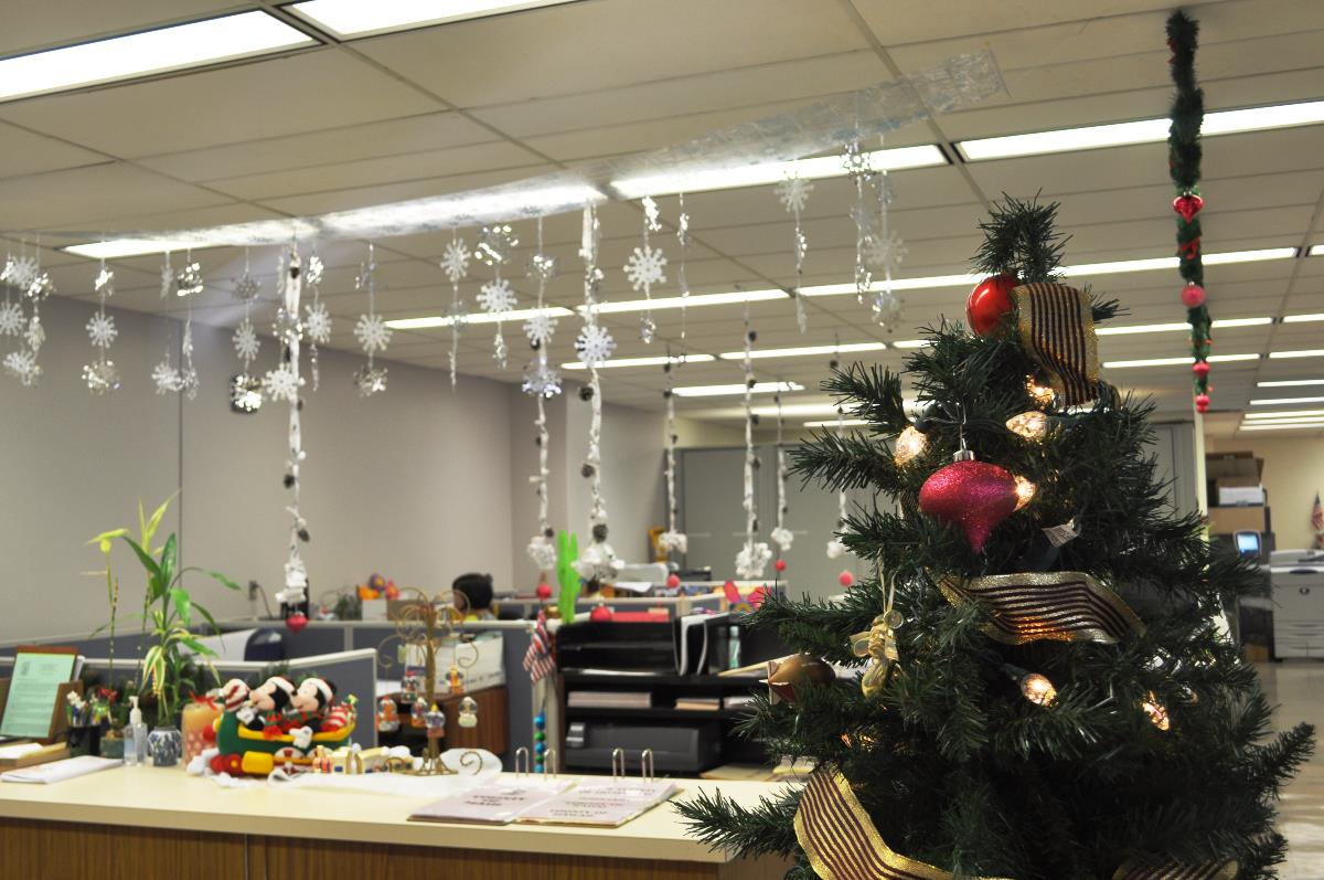 Creative Inspirational Work Place Christmas Decorations For Office Work Holiday Fun