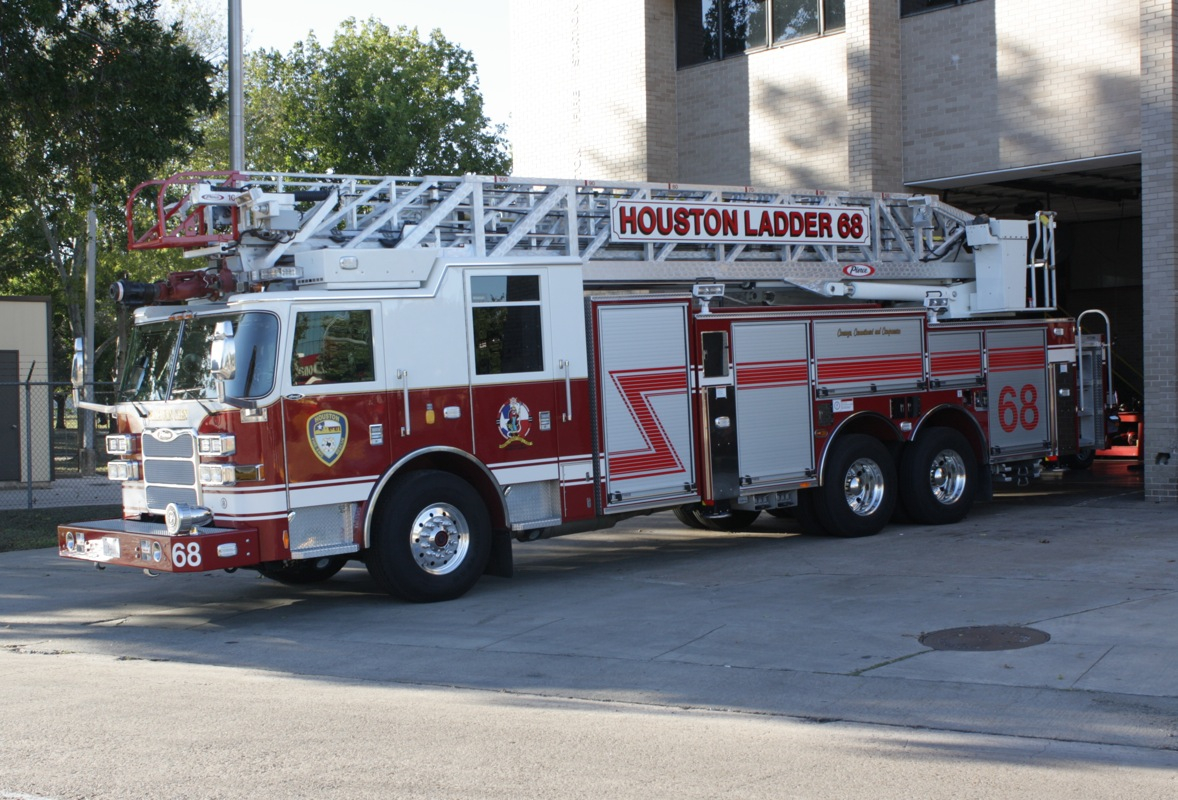Hfd Ladder 68 - 2010 107 Foot Pierce Arrow Xt Aluminum For Houston Fire Department Shift Schedule