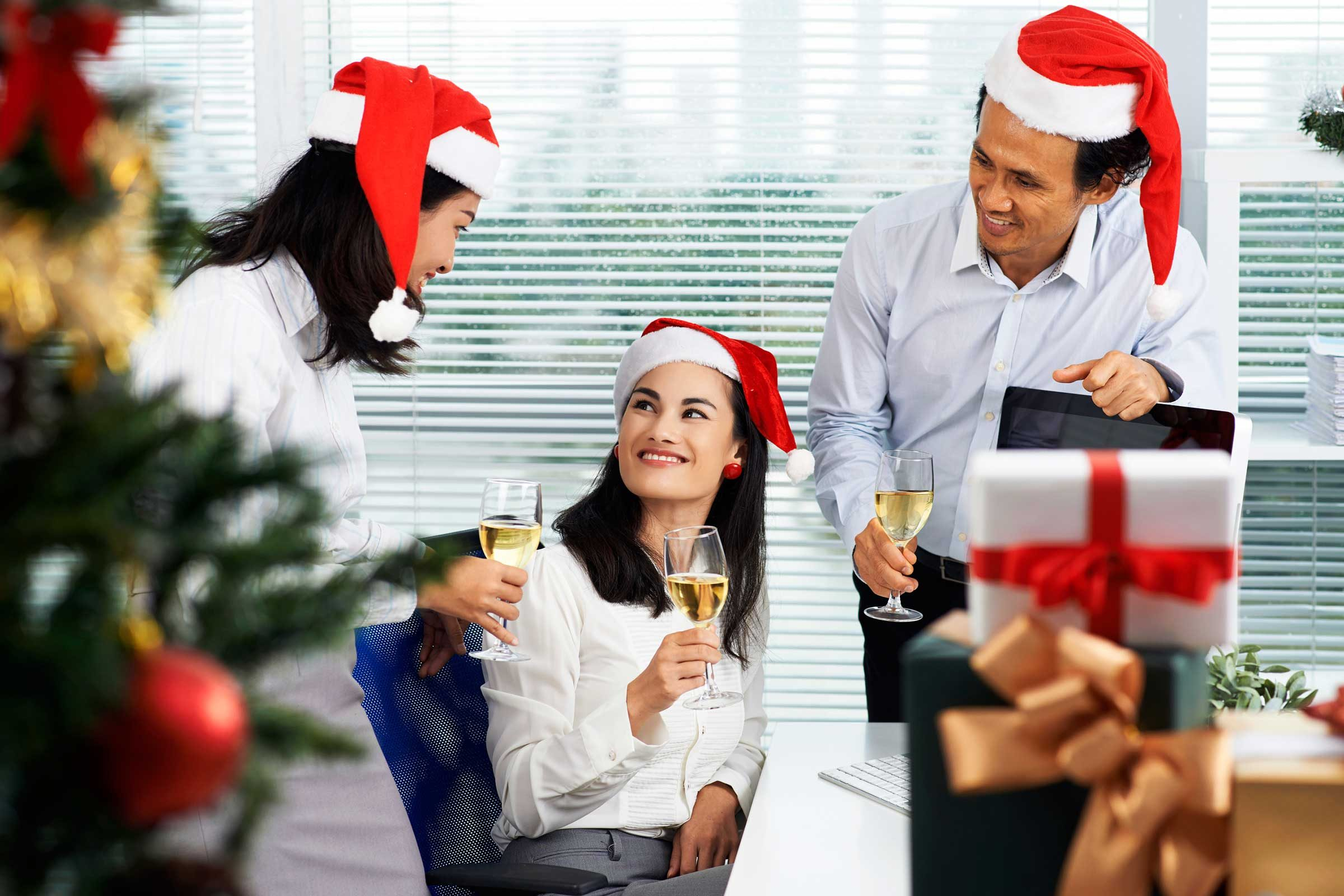 Holiday Office Party Etiquette Tips | Reader'S Digest Within Office Work Holiday Fun